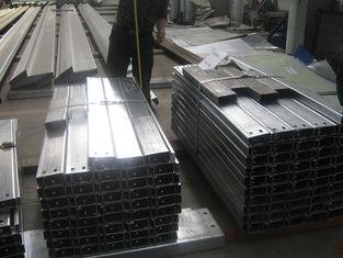 Chine Purlins en acier galvanisés par bâtiment à pans de bois en acier pour la feuille de toit de soutien fournisseur