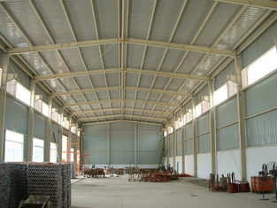Chine Les biens portatifs Pré-ont machiné le bâtiment, grange légère de hangar de partie métallique fournisseur