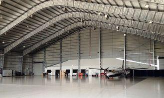 Chine Hangars en acier préfabriqués adaptés aux besoins du client d'avions avec 26 tuiles d'acier de mesure fournisseur