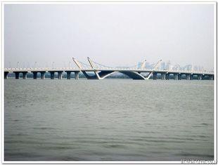 Chine L'immersion chaude faite sur commande Galvanized Pré-a machiné le pont de Bailey préfabriqué d'acier de construction fournisseur